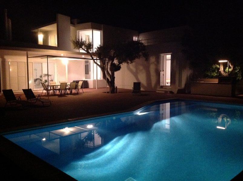 14b. Nocturna piscina